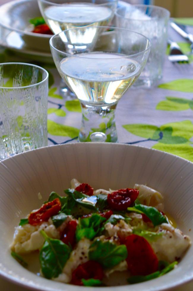 burratasalaatti, puolikuivatut tomaatit