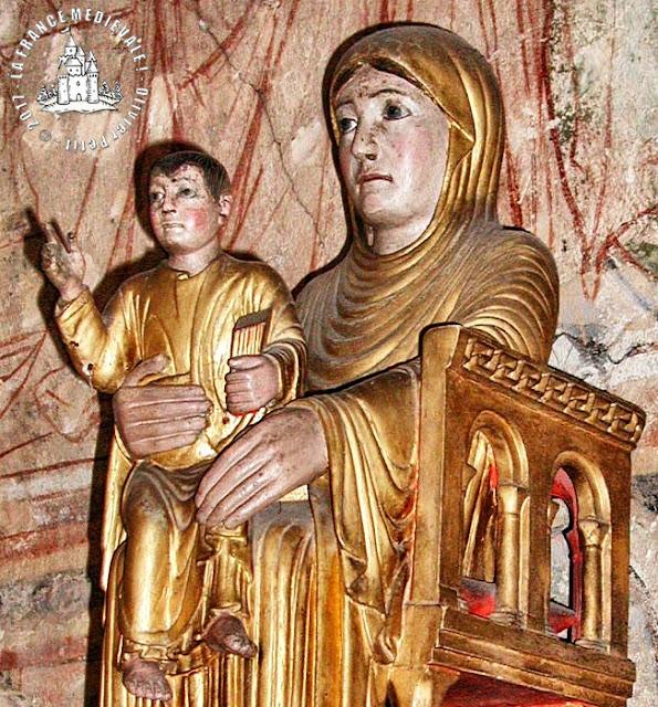 TOURNUS (71) - Statue Notre-Dame la Brune (XIIe siècle)