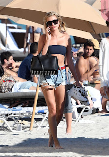 %5BJanuary+2018+Ass%5D+Hailey+Baldwin+sexy+ass+hot+huge+ass+in+Denim+Shorts+at+beach+in+miami+%7E+SexyCelebs.in+Exclusive+007.jpg