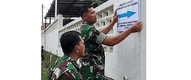 Jelang Penutupan TMMD, Papan Petunjuk Arah Loksi Dibenahi