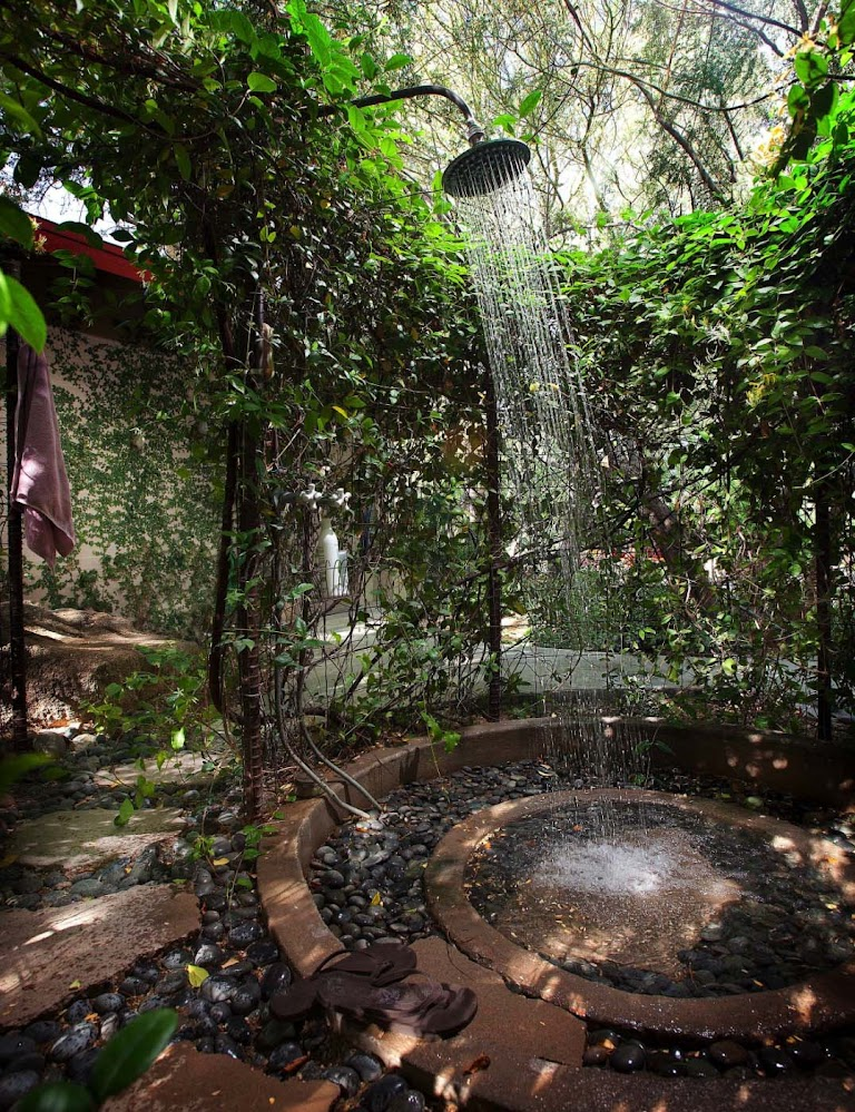 stony-centre-rainforest-outdoor-shower-head