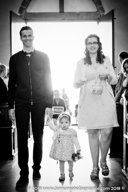 entrée dans l'église avant l'entrée de la mariée
