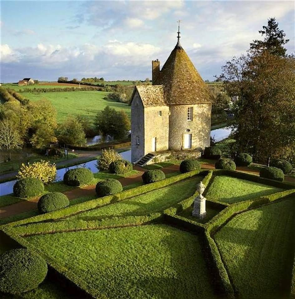Château de Chatillon, Bourgogne, France