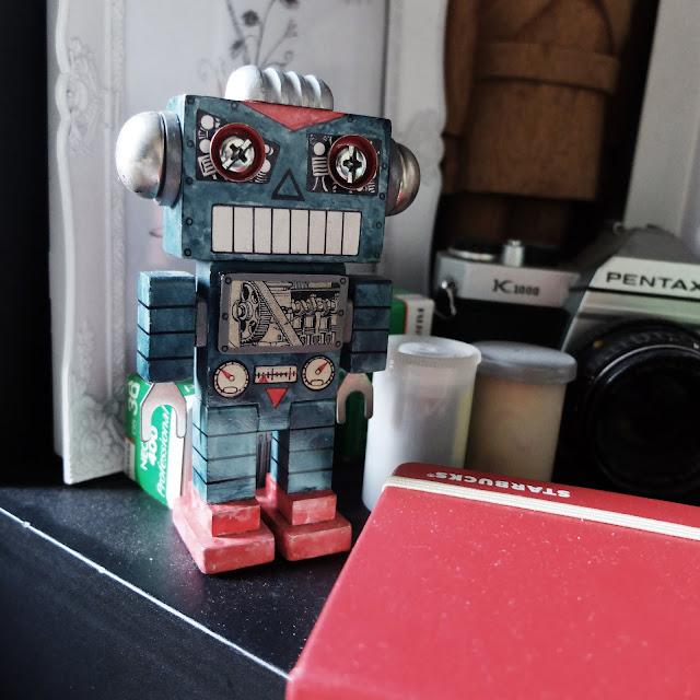 toy robot | heyladyspring.com