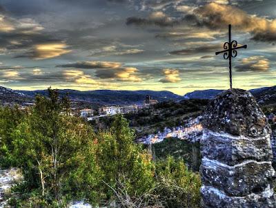 Croix et église de Rodellar - Sierra de Guara