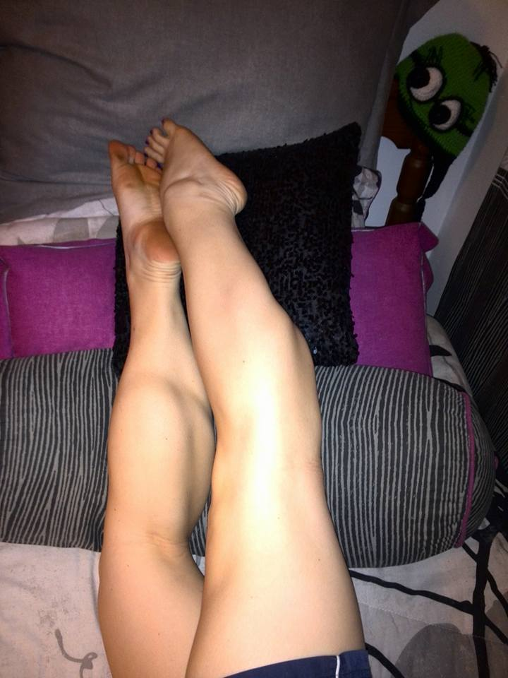 Sexy muscular feet of woman