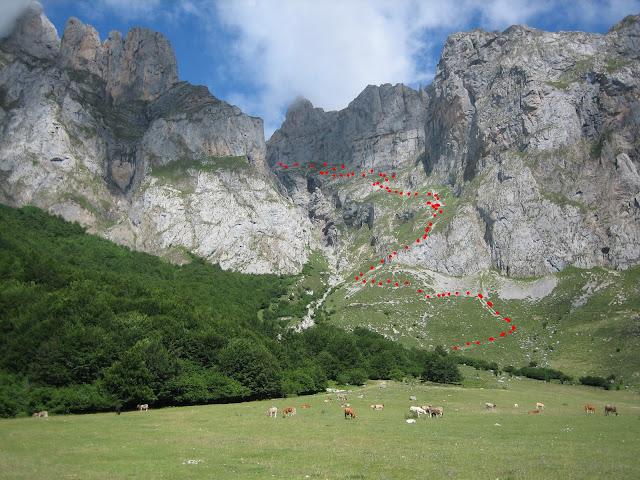 Rutas Montaña Asturias: Canal del Embudo que nos devuelve al aparcamiento de Fuente De