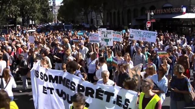 Miles de franceses marchan en defensa del clima