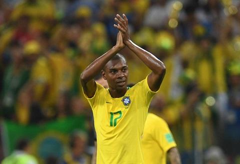 Fernandinho gửi lời xin lỗi đến NHM khi trận đấu kết thúc