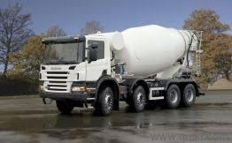 truk Mixer sedang menuju lokasi proyek