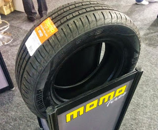 MOMO タイヤ ホイル