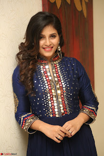 Anjali looks super cute at Chitrangada Pre Release Function March 2017 046.JPG