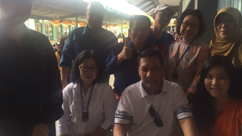 Jessica Wongso (kanan duduk) merayakan ultah bersama keluarga di Rutan Pondok Bambu