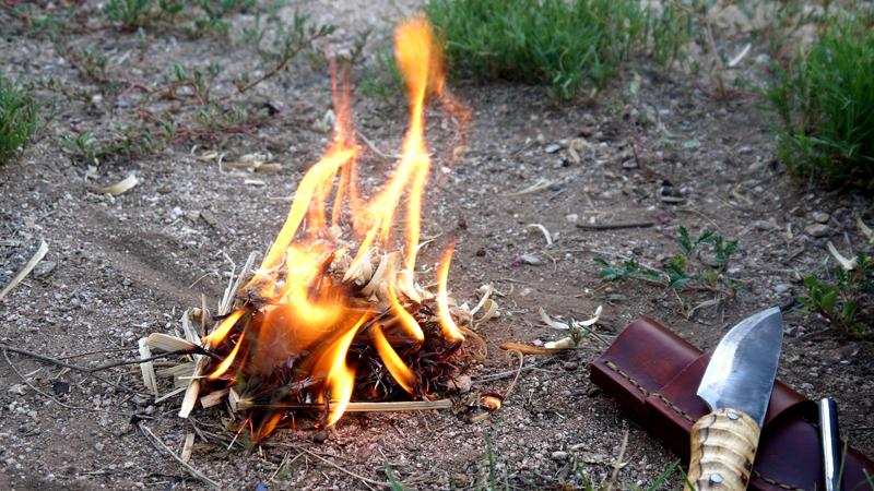 Menyalakan api