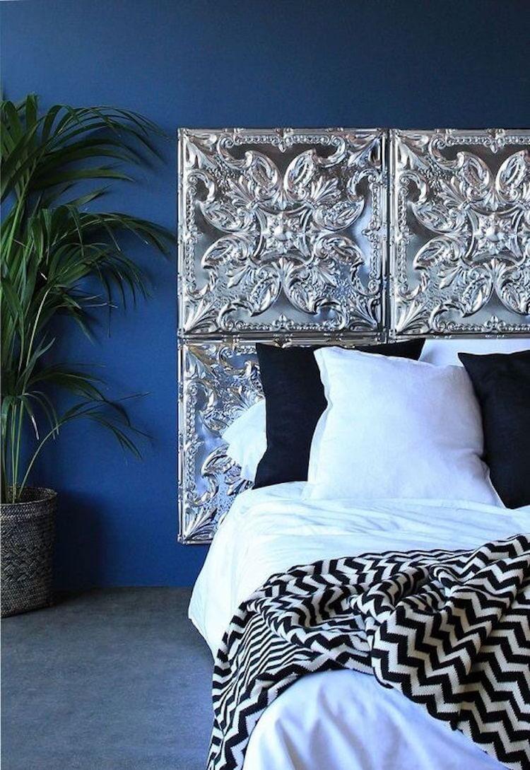 cabecero cama con plaquetas decorativas