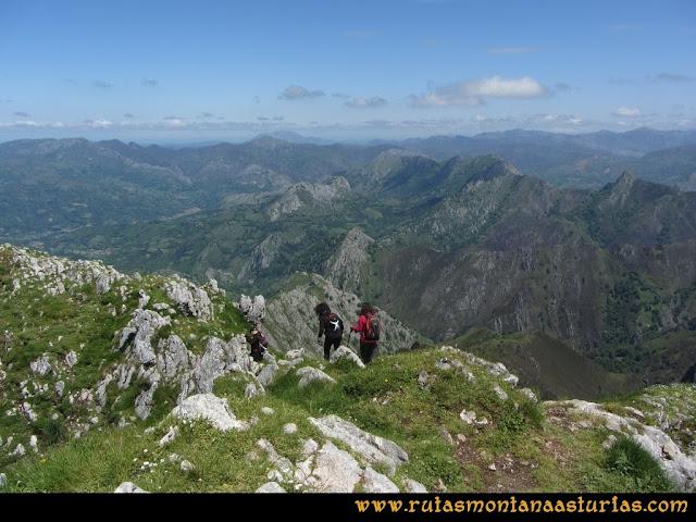 Ruta Les Campes Peña Mea: Descendiendo de Peña Mea a Collada Doñango