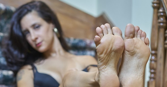 Her Calves Muscle Legs: Jamie Daniels Perfect Arched Feet