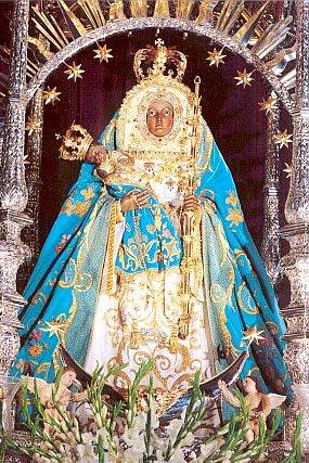 Imagen de la Virgen de la Candelaria cargando al niño Jesús