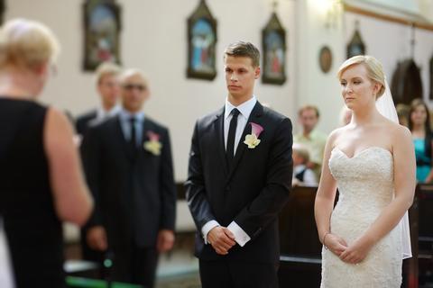 Glennewedding: Fun Fact - Hvorfor står brudgommen til høyre for bruden?