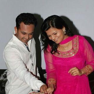 Snehal Jadhav With Husband Kedar
