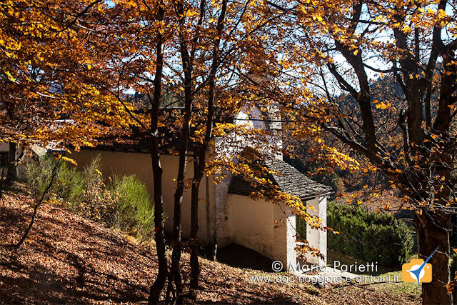 L'oratorio all'alpe Blitz in autunno