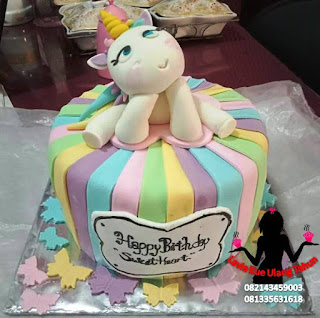 Kue Tart Warna Pelangi Hias Little Unicorn