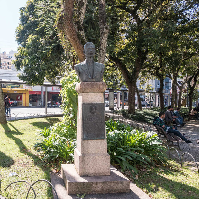 Busto de Plínio Alves Monteiro Tourinho