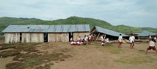 Masuk SD di Papua Hanya Papan yang Kulihat Bukan Sekolah/Martin Karakabu di Papua