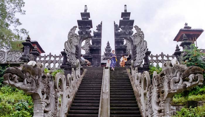 Objek Wisata Pura Besakih di Bali