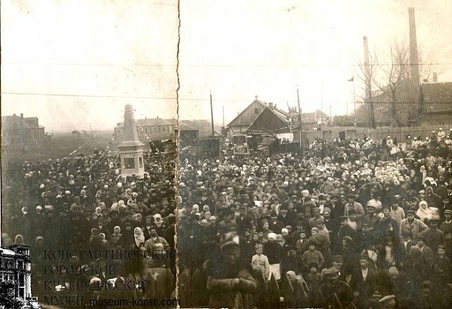 митинг по случаю открытия памятника 13-ти расстрелянным рабочим бутылочного завода. 1919 год