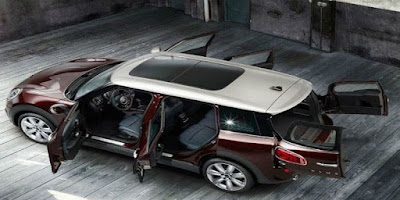 2016 MINI Clubman open the door