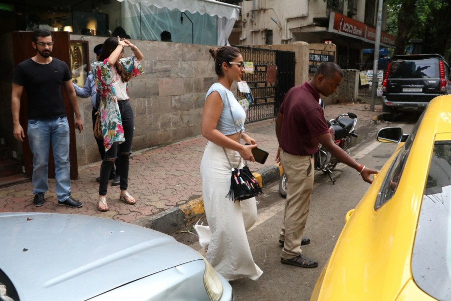 Ileana D'Cruz Spotted at Indigo Cafe