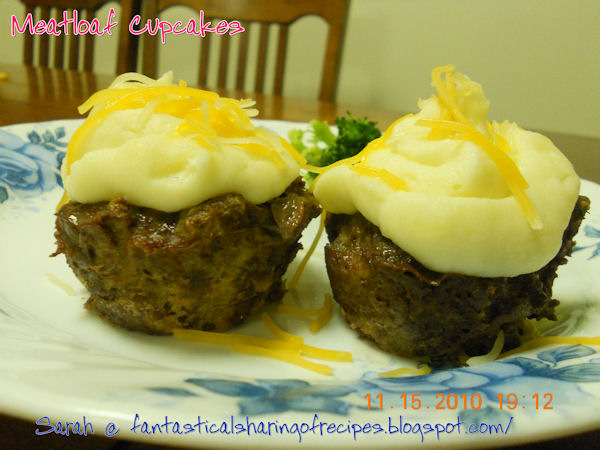 Meatloaf Cupcakes // This fun version of meatloaf is sure to make your kids excited for dinner! #recipe #meatloaf #cupcakes #maindish #foodforkids