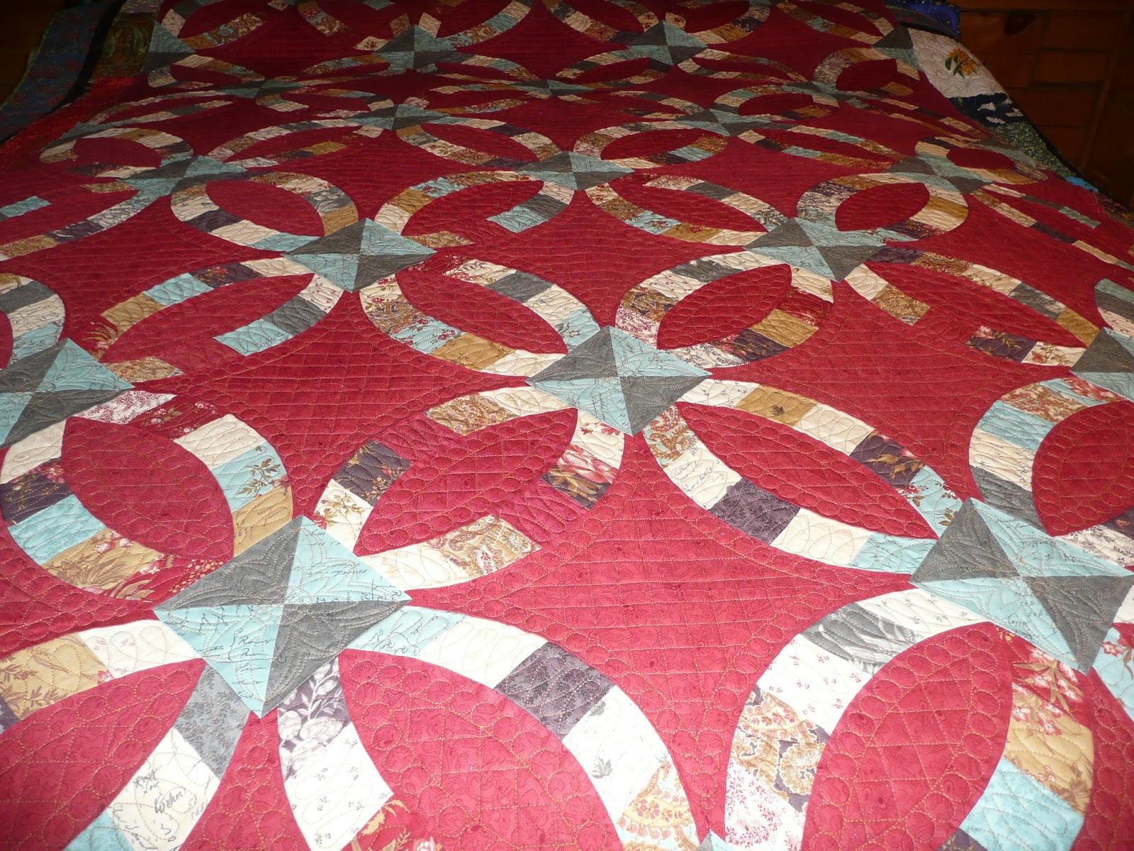 Acorn Ridge Quilting: Carolyn\'s Metro Rings Quilt