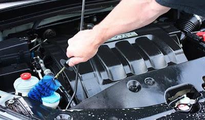 bahan untuk membersihkan mesin mobil