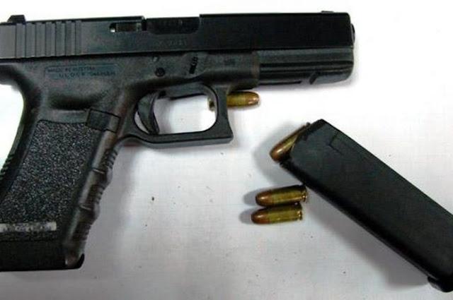 Μαθητές βρήκαν μέσα στο σχολείο τους πυροβόλο όπλο με τέσσερις γεμιστήρες!