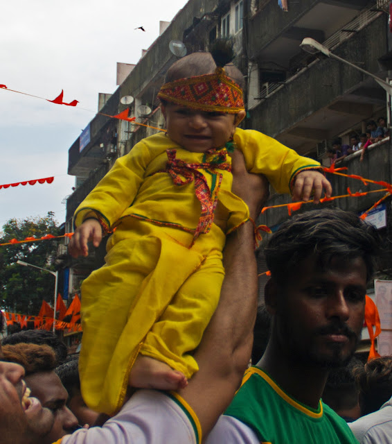 small child, dressed up, lord krishna, dadar, mumbai, india, street, streetphoto, dahi handi , festival,