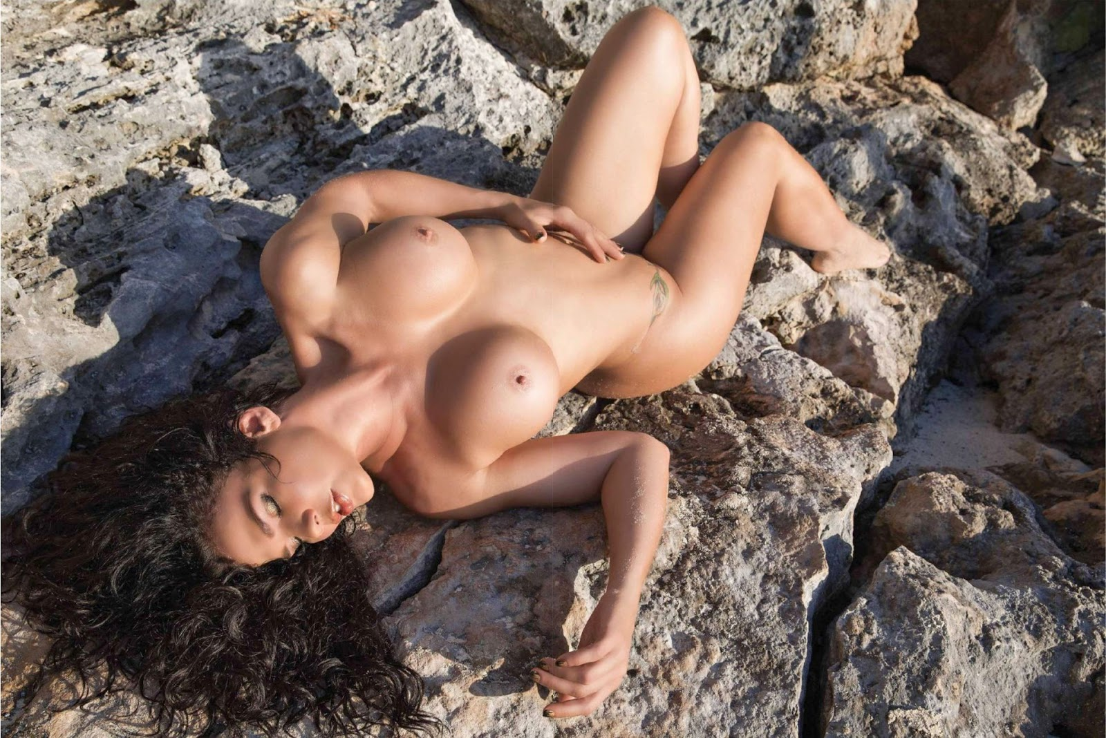 niurka marco nude tattoo
