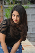 Wamiqa Gabbi stylish photo shoot-thumbnail-10