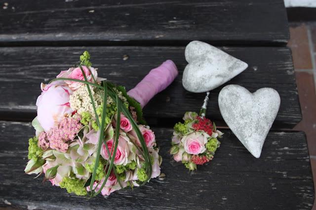 Brautstrauß zum Dirndl, Trachtenhochzeit in den Bergen von Bayern, Riessersee Hotel Garmisch-Partenkirchen, Wedding in Bavaria