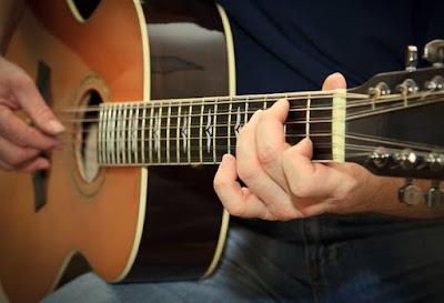 Những lưu ý mà bạn cần biết trước khi lên dây đàn Guitar