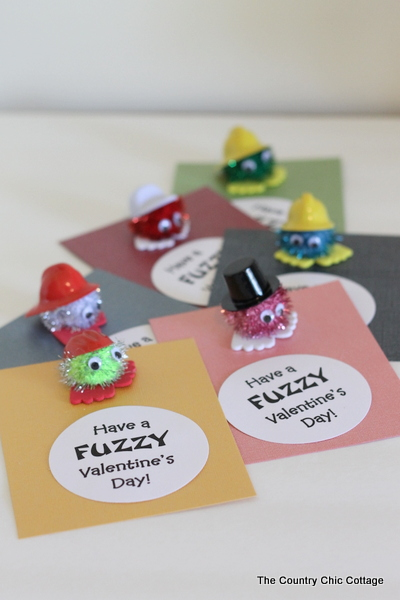 Handmade Valentine's Day Crafts -- quick and easy way to give handmade in the classroom this February!