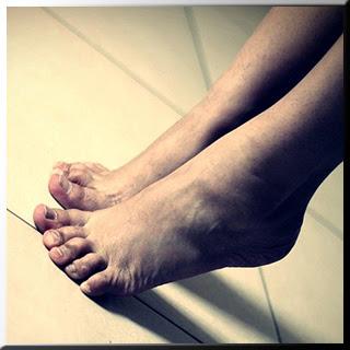 Ayak ağrısı ayak mantarı ayak şişmesi ayak bileği ayak kokusu ayak izi Ayak maskesi ayak yanması ayak bakımı