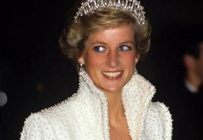 Inidia Sosok Desainer Kesayangan Keluarga Kerajaan Inggris