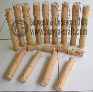 http://www.bunga-craft.com/2012/03/undangan-bambu-gulung.html