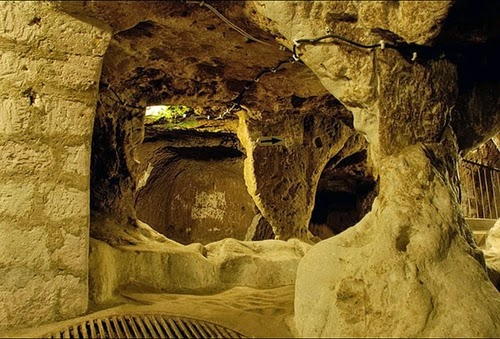 06-Derinkuyu-Anatolia-Turkey-Secret-Underground-Cities-Architecture-www-designstack-co