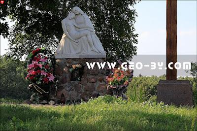 Родовое кладбище Войниловичей в деревне Савичи