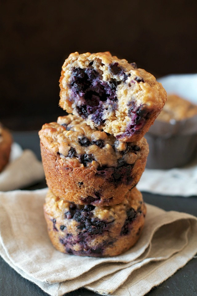 The Best Clean Eating Blueberry Oatmeal Muffins #muffins #dessert