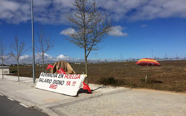 Pancarta frente a las instalaciones de Aernnova, la contrata de mantenimiento de la planta de Airbus en Illescas