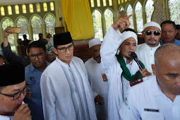 Sandiaga Uno Berziarah ke Makam Sultan Syarif Kasim II Siak